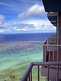 グアム:ホテルベランダから見た青い海