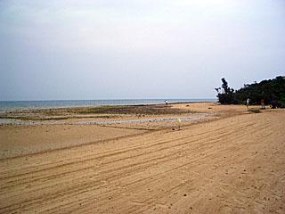 ハピラパナのビーチ/干潮で砂浜ばかり